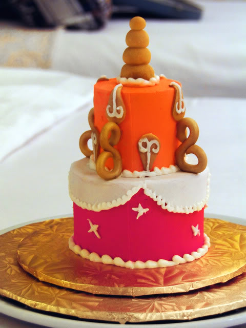 Peachy Mini Cakes Now Available Around Walt Disney World Disney Travel Personalised Birthday Cards Veneteletsinfo