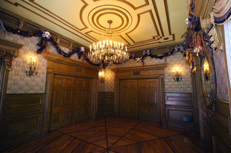 photo Haunted Mansion Foyer_zpsohodltdx.jpg