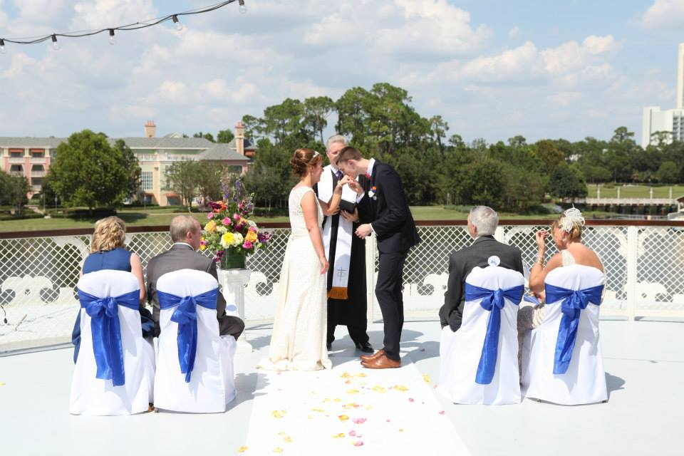On Today S Show Recent Bride Jo Stammers Shares The Story Of Her Wedding At Fulton Crab House In Walt Disney World Downtown